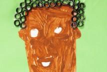 A escola é mantida pelo Ilê Omo Ketá Posú Betá, terreiro da nação Gege Mina-Popo e suas crianças, através da leitura de livros infantis sobre a história e culturas africana e afro-brasileira, refletiram sobre suas memórias, identidades e raízes, e criaram seus autorretratos aumentando sua autoestima.